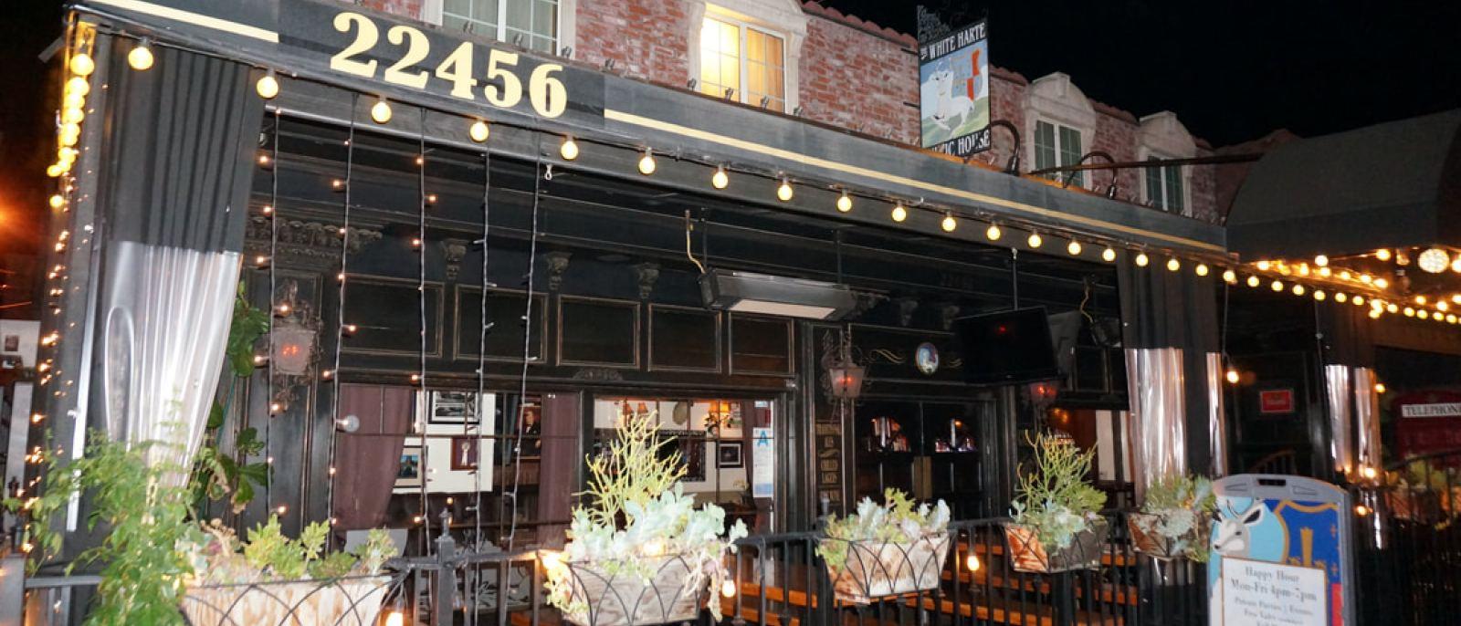 White Harte Pub in Woodland Hills