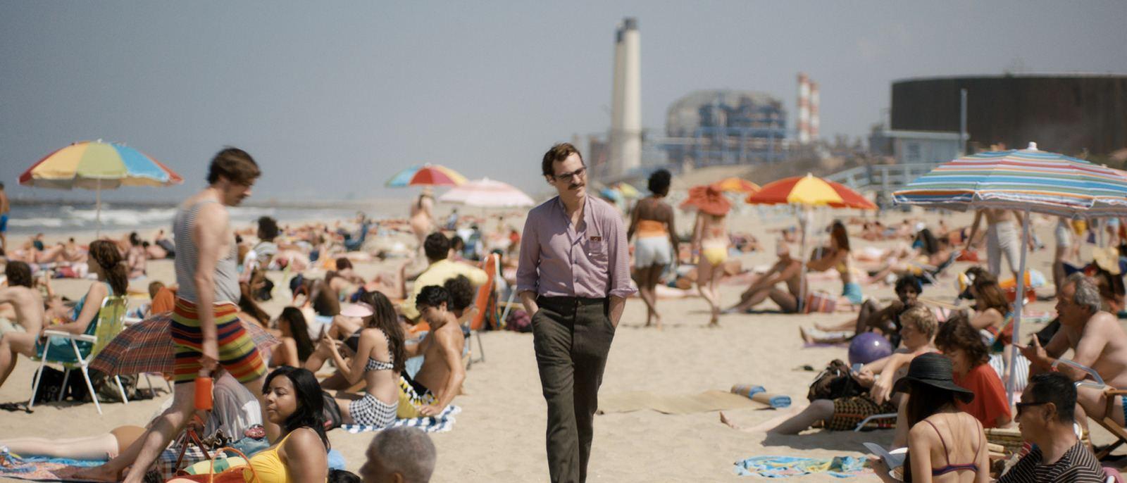 """Joaquin Phoenix at Dockweiler Beach in """"Her"""""""