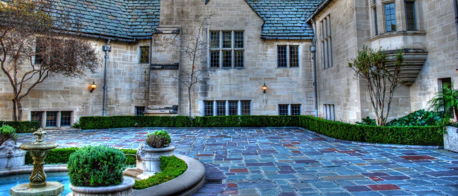 Greystone Mansion Inner Courtyard
