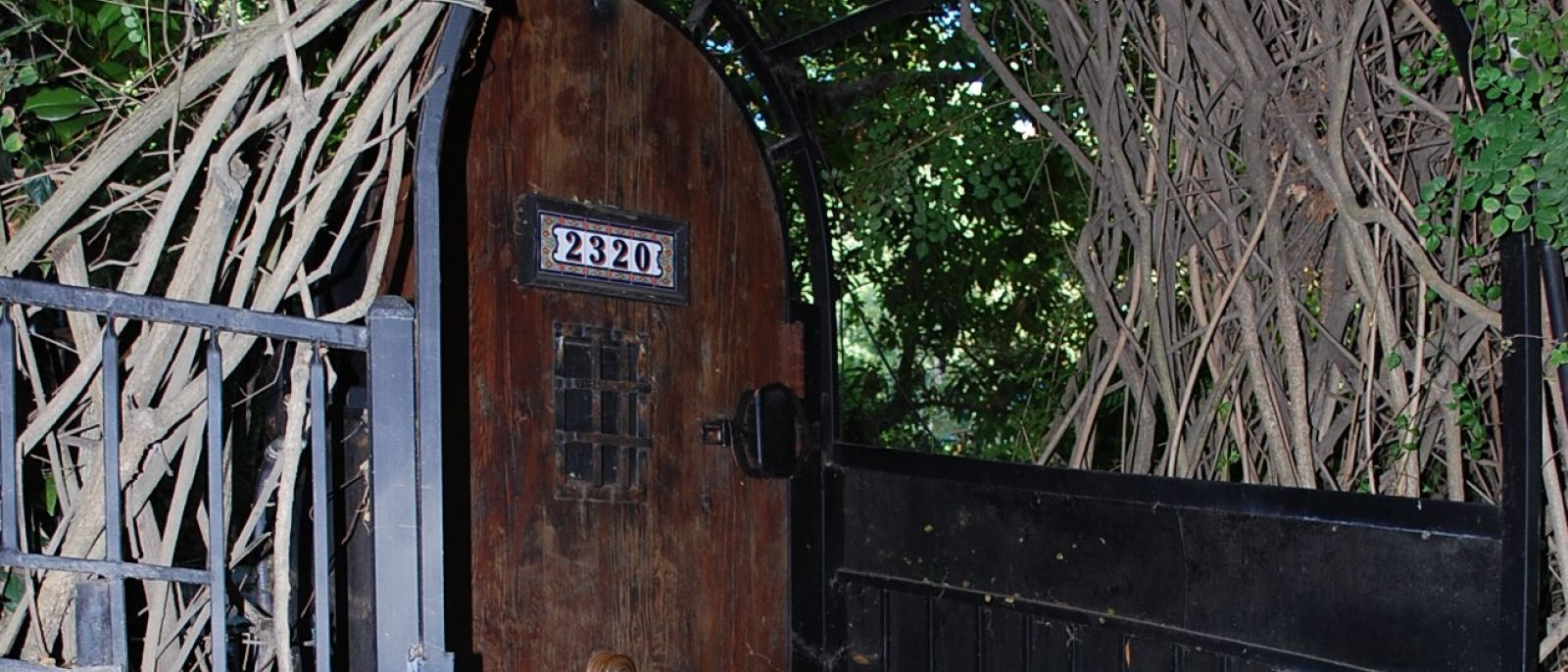 Front door of Boris Karloff's house | Photo: Dearly Departed Tours