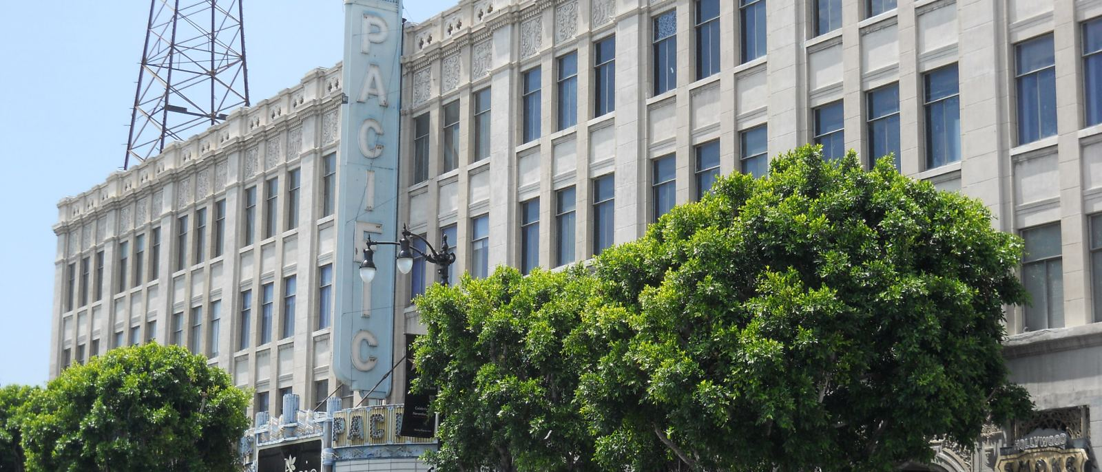 Hollywood Pacific Theatre | Photo: Wikipedia