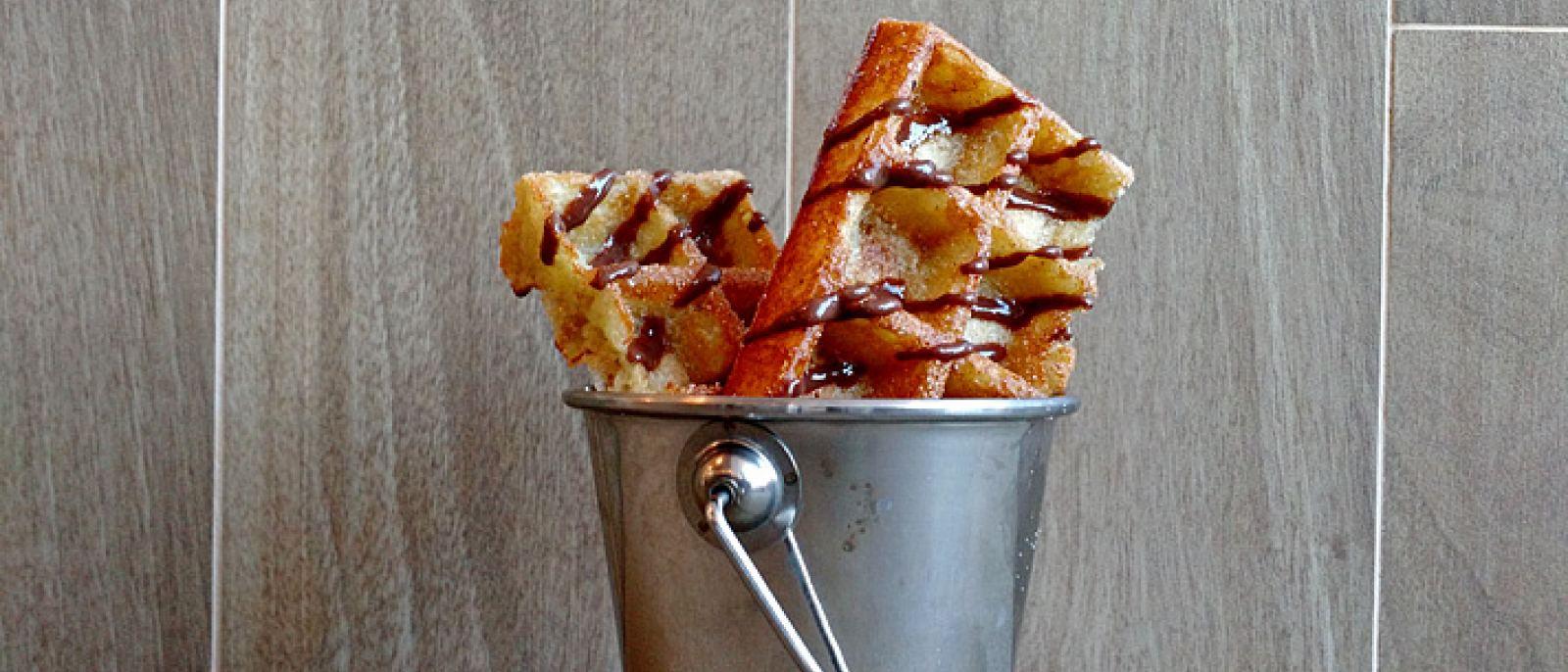 Churro waffles en Happy Days Café