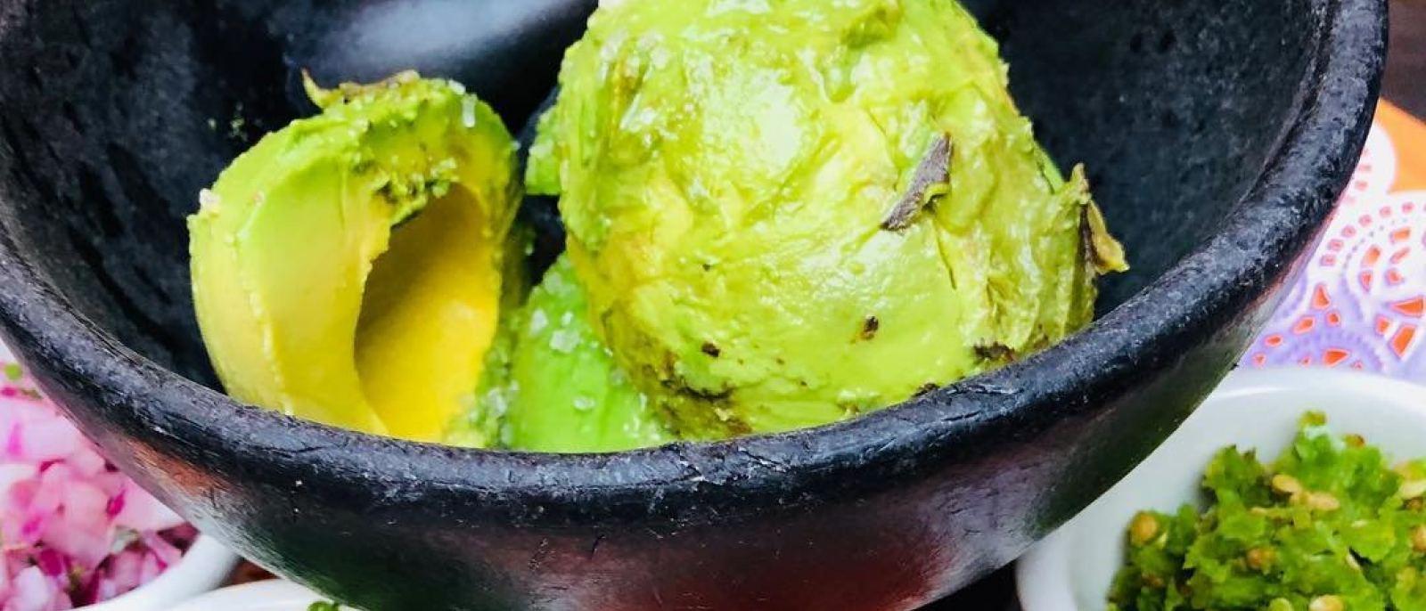 Guacamole en Molcajete en El Cholo