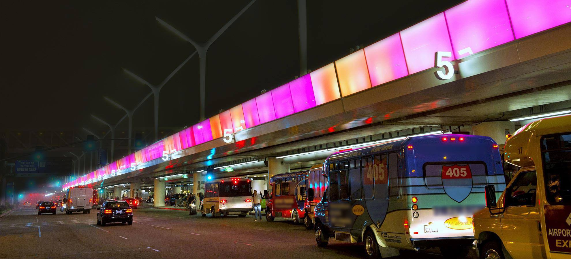 FlyAway drop off at Terminal 5 | Photo: LAX