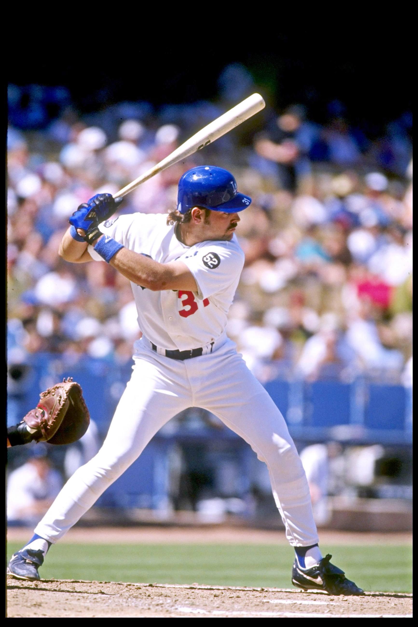 Dodgers catcher Mike Piazza at bat