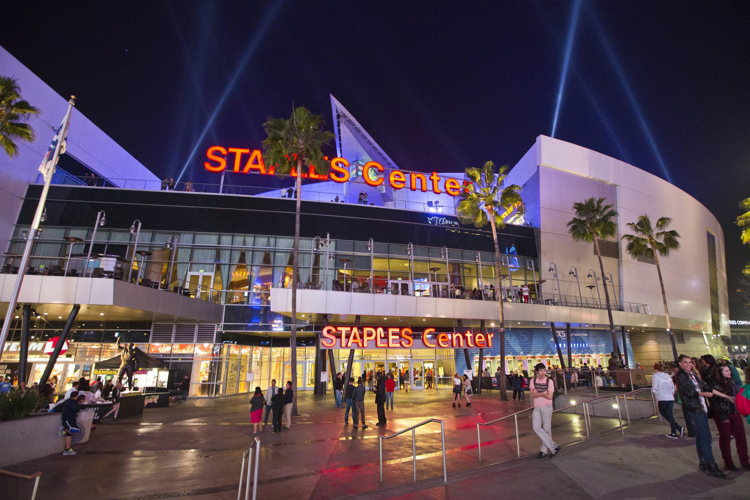 Staples Center Plaza