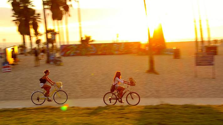 Venice Beach at sunset | Photo courtesy of Eric Demarcq, Discover Los Angeles Flickr Pool