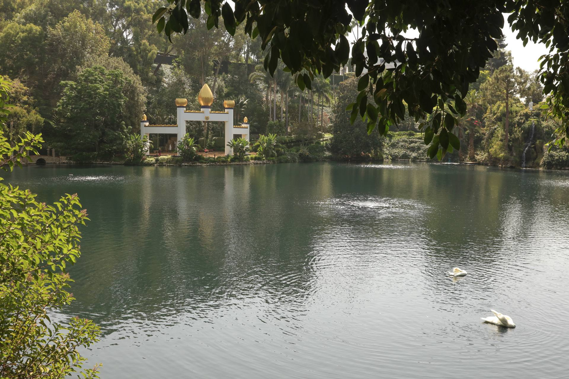 The Self Realization Fellowship Lake Shrine   |  Photo: Yuri Hasegawa