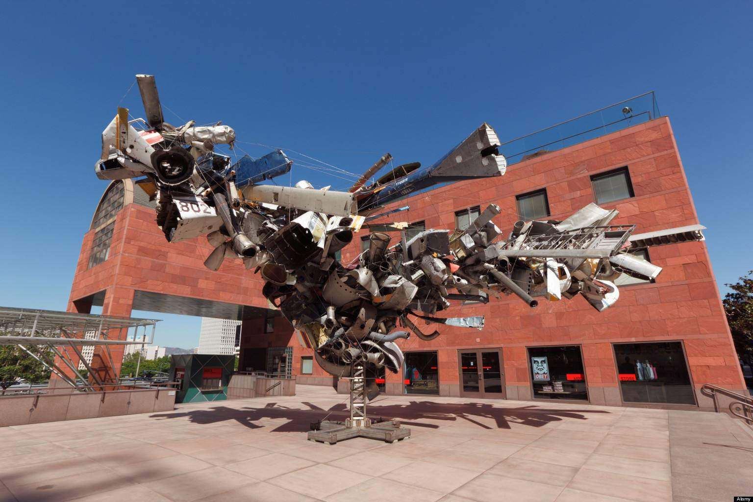 """Airplane Parts"" de Nancy Rubins au MOCA"