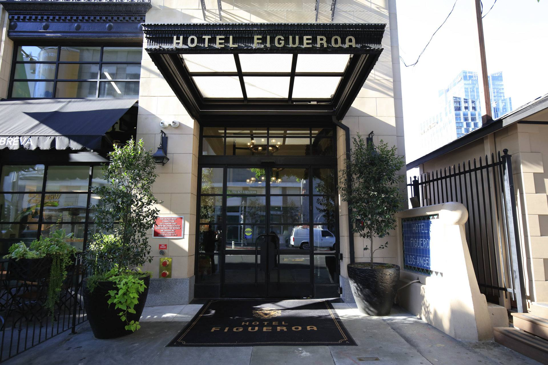 Entrance Hotel Figueroa