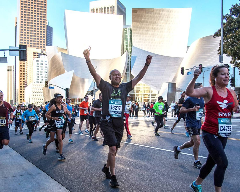 LA Marathon runners pass Walt Disney Concert Hall