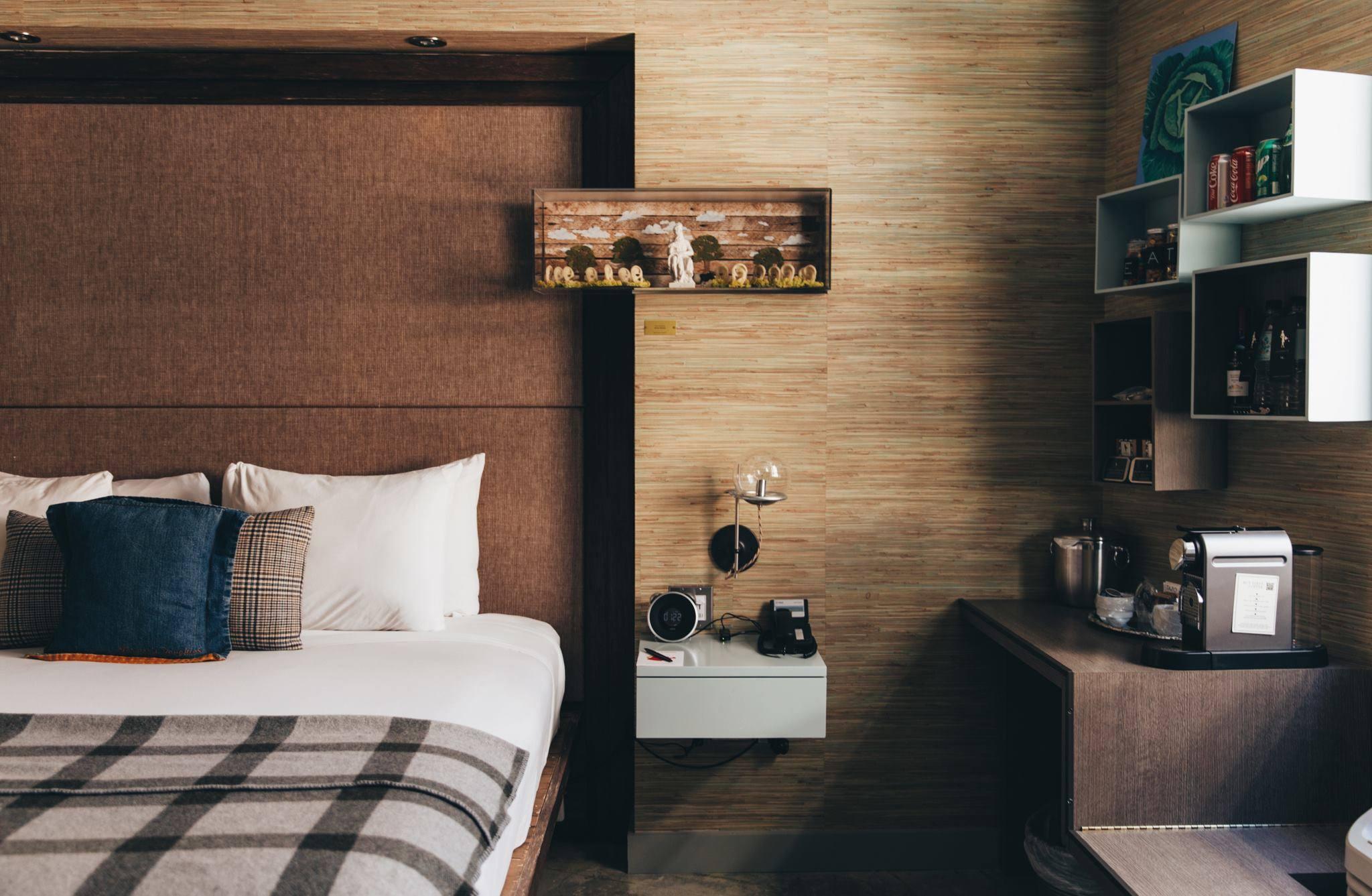 Farmer's Daughter Hotel room