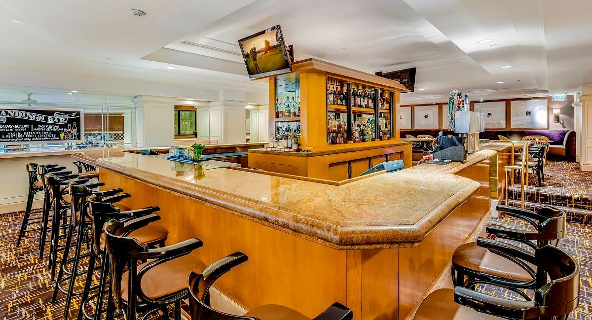 Landings Bar at Hilton Los Angeles Airport