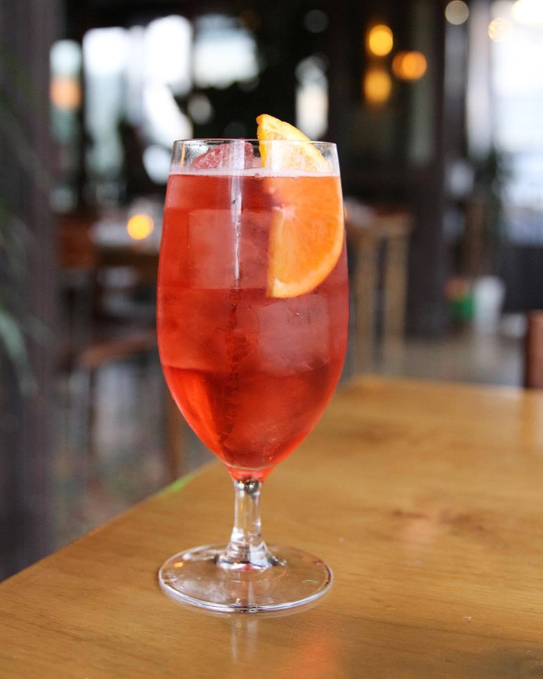 Negroni Sbagliato at DAMA | Photo: @damafashiondistrict, Instagram