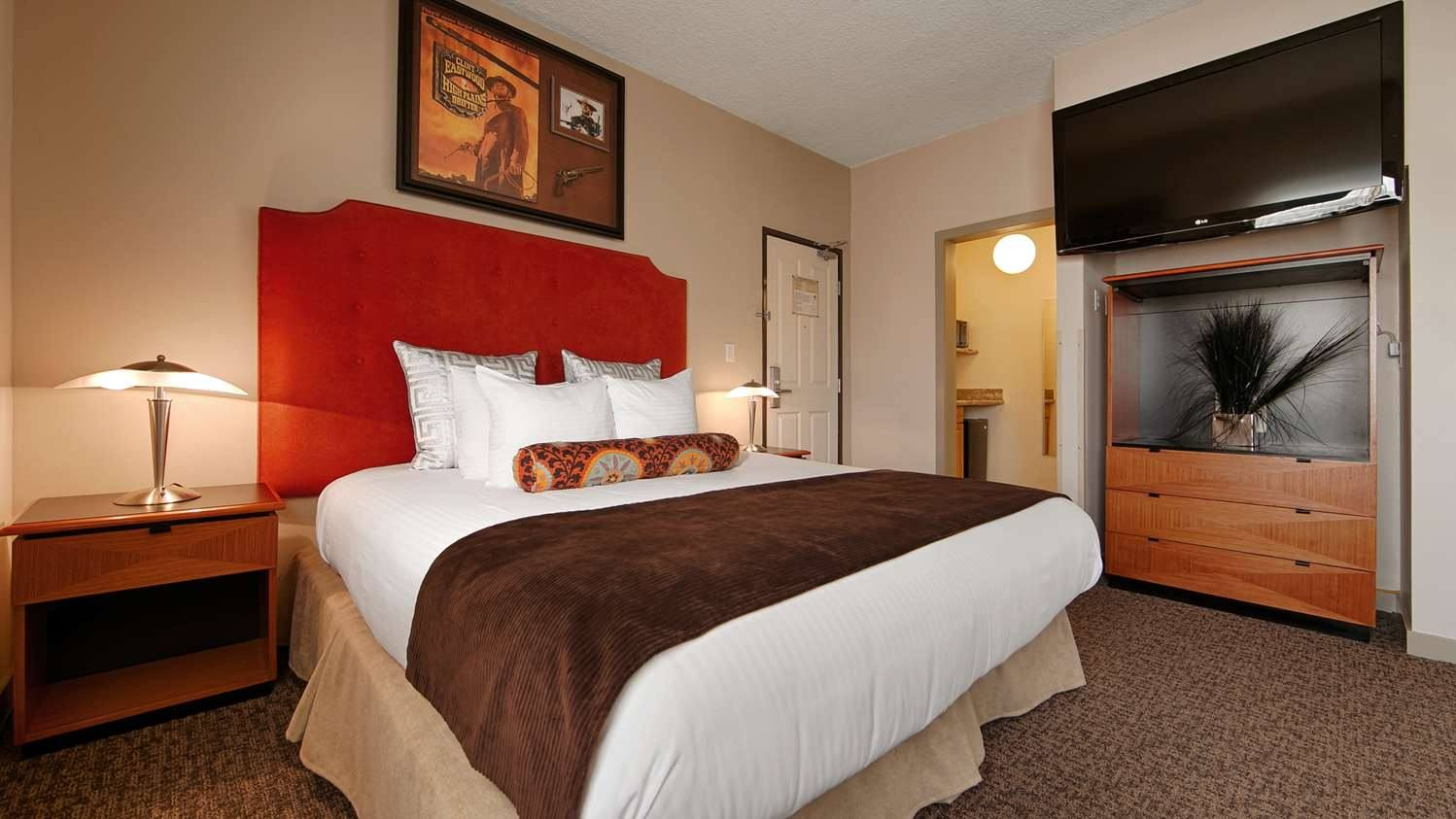 King Guest Room at Best Western Plus Hollywood Hills Hotel