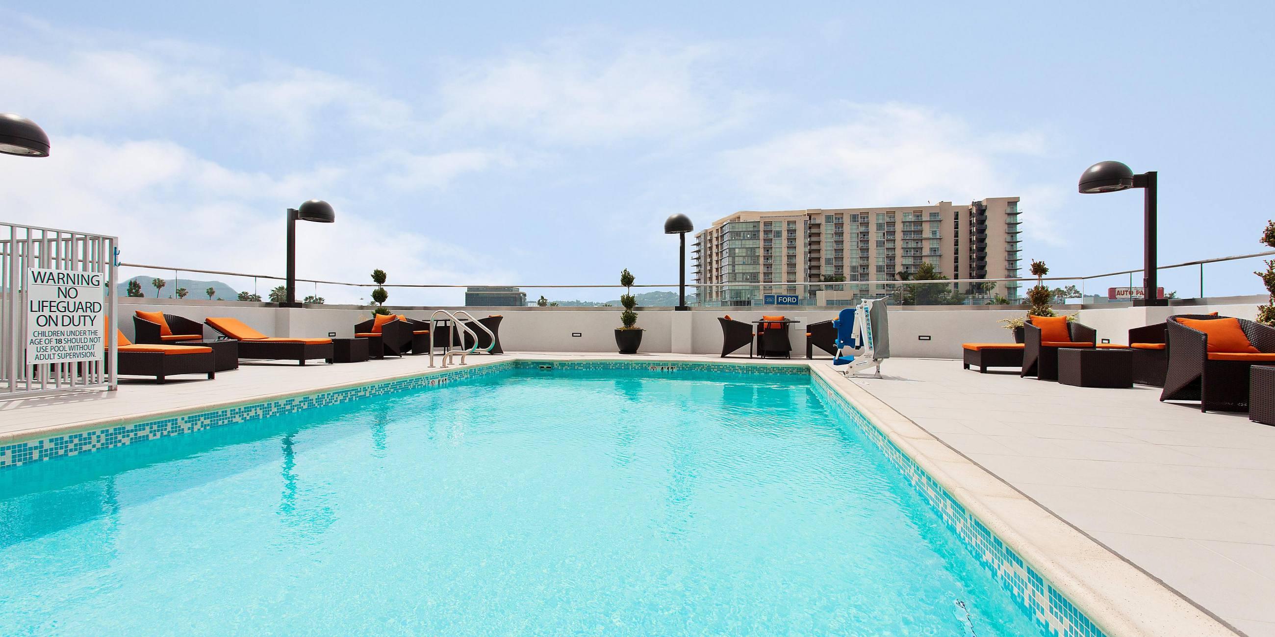 Rooftop pool at Holiday Inn Express North Hollywood - Burbank Area