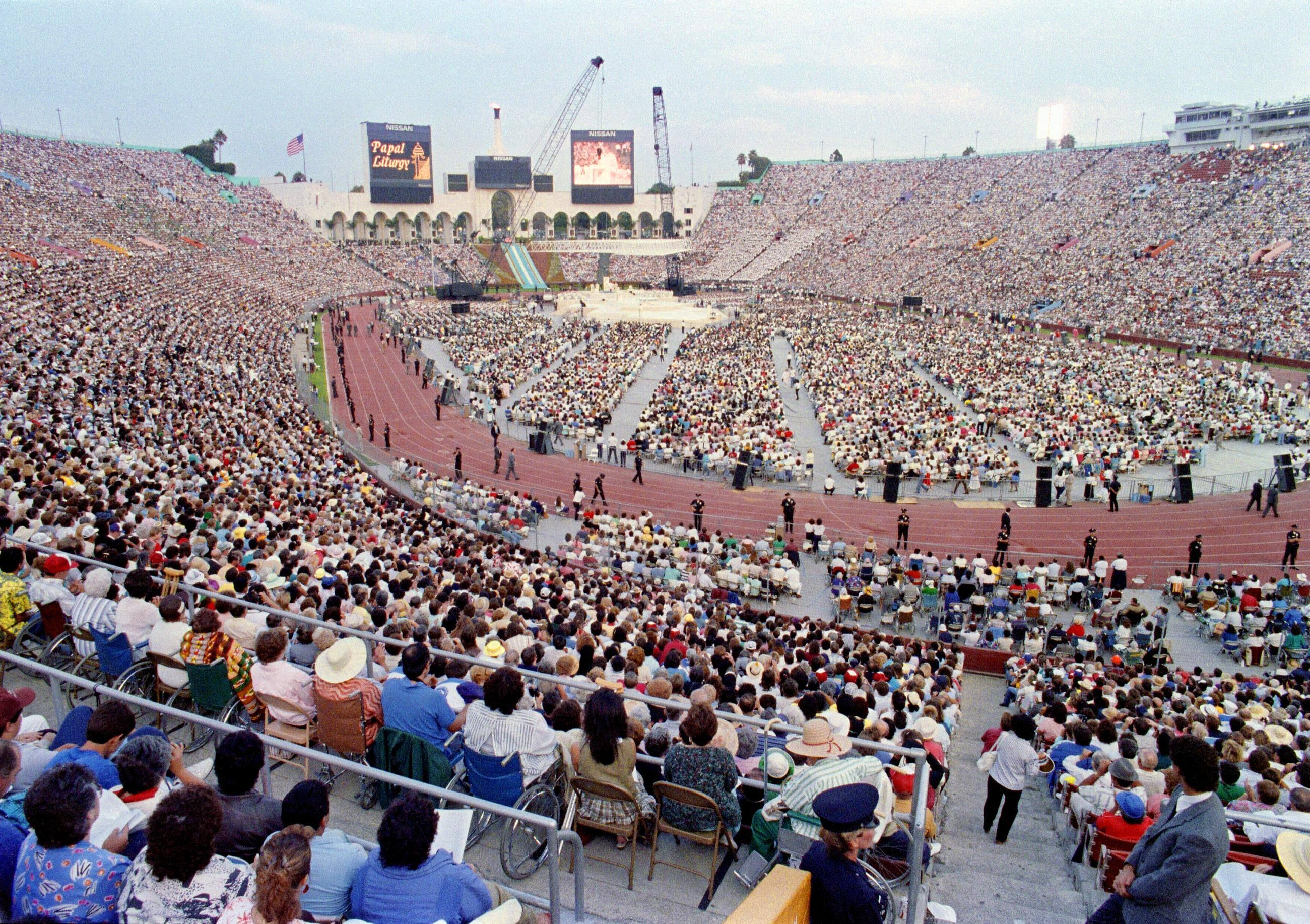 Pope John Paul II celebrates Mass at Los Angeles Memorial Coliseum in 1987