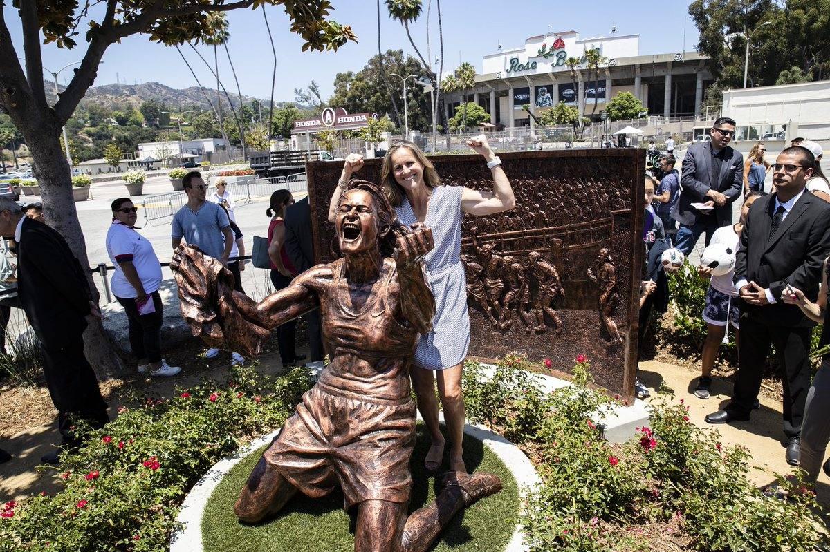 Statue of Brandi Chastain at Rose Bowl Stadium