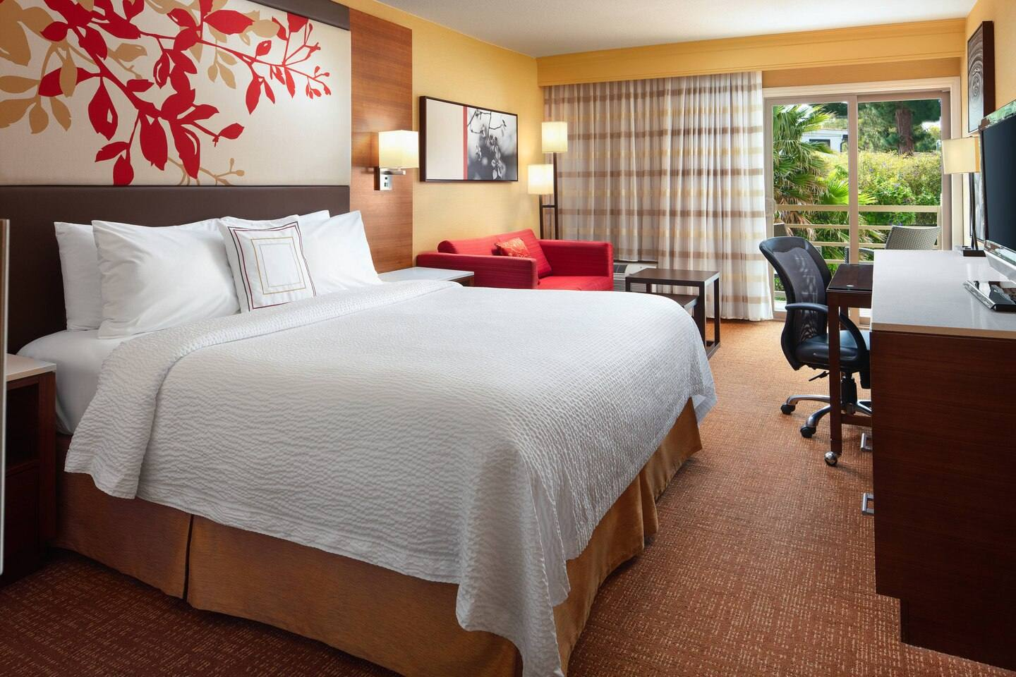 King Guest Room at Courtyard by Marriott Century City/Beverly Hills