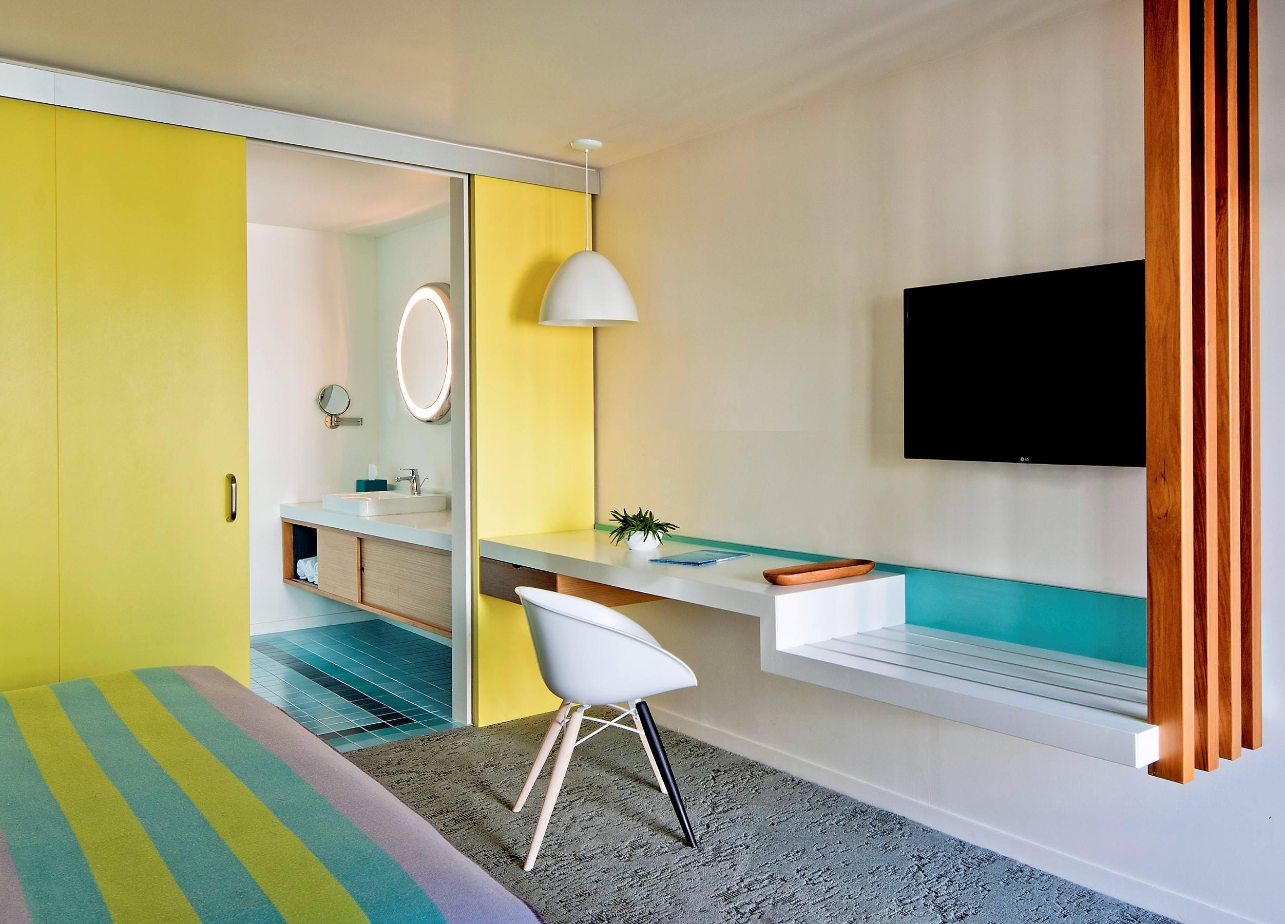 Standard King Room at the Beverly Laurel Motor Hotel