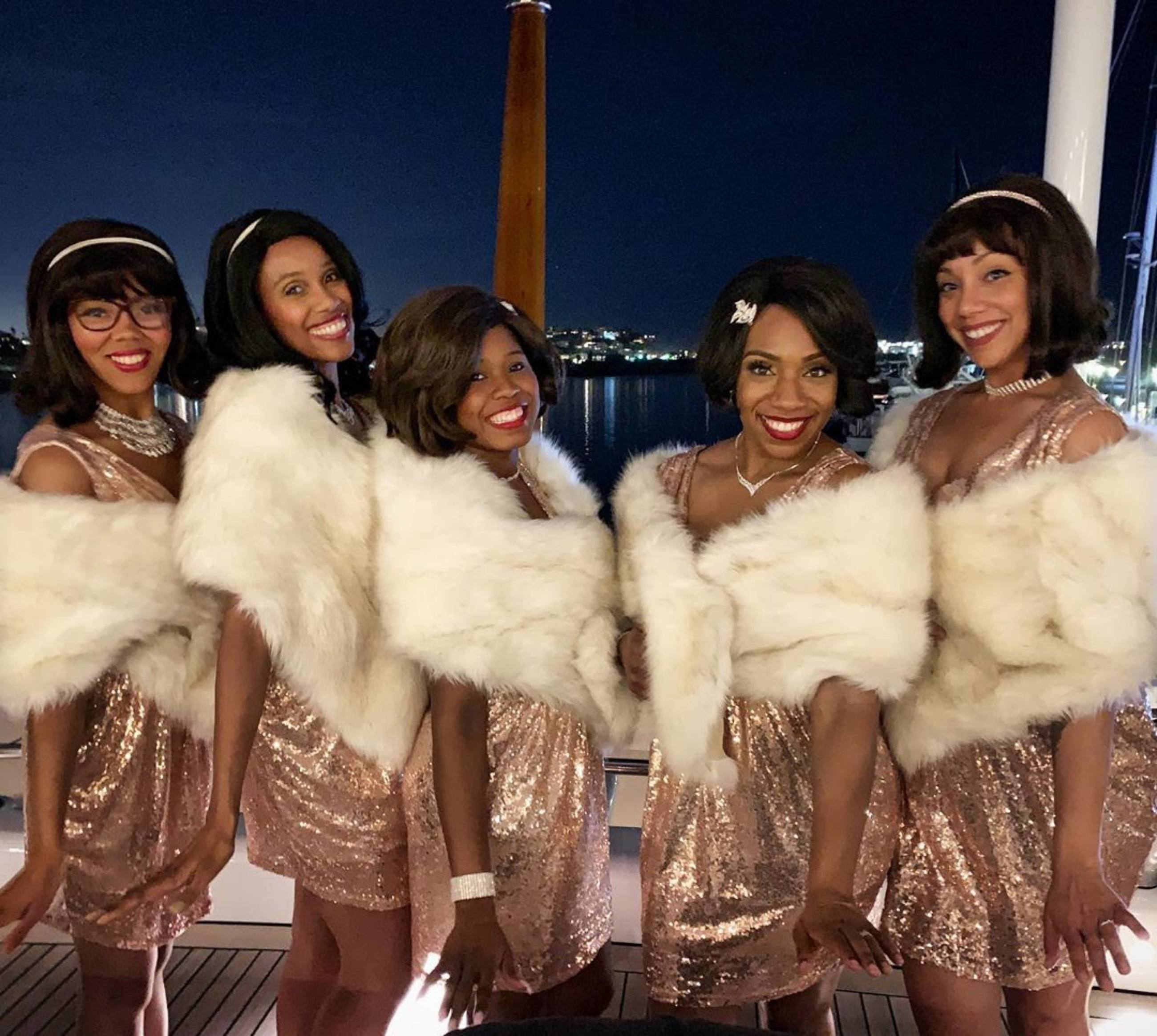 A cappella holiday carols by The Noelles at the Santa Monica Pier
