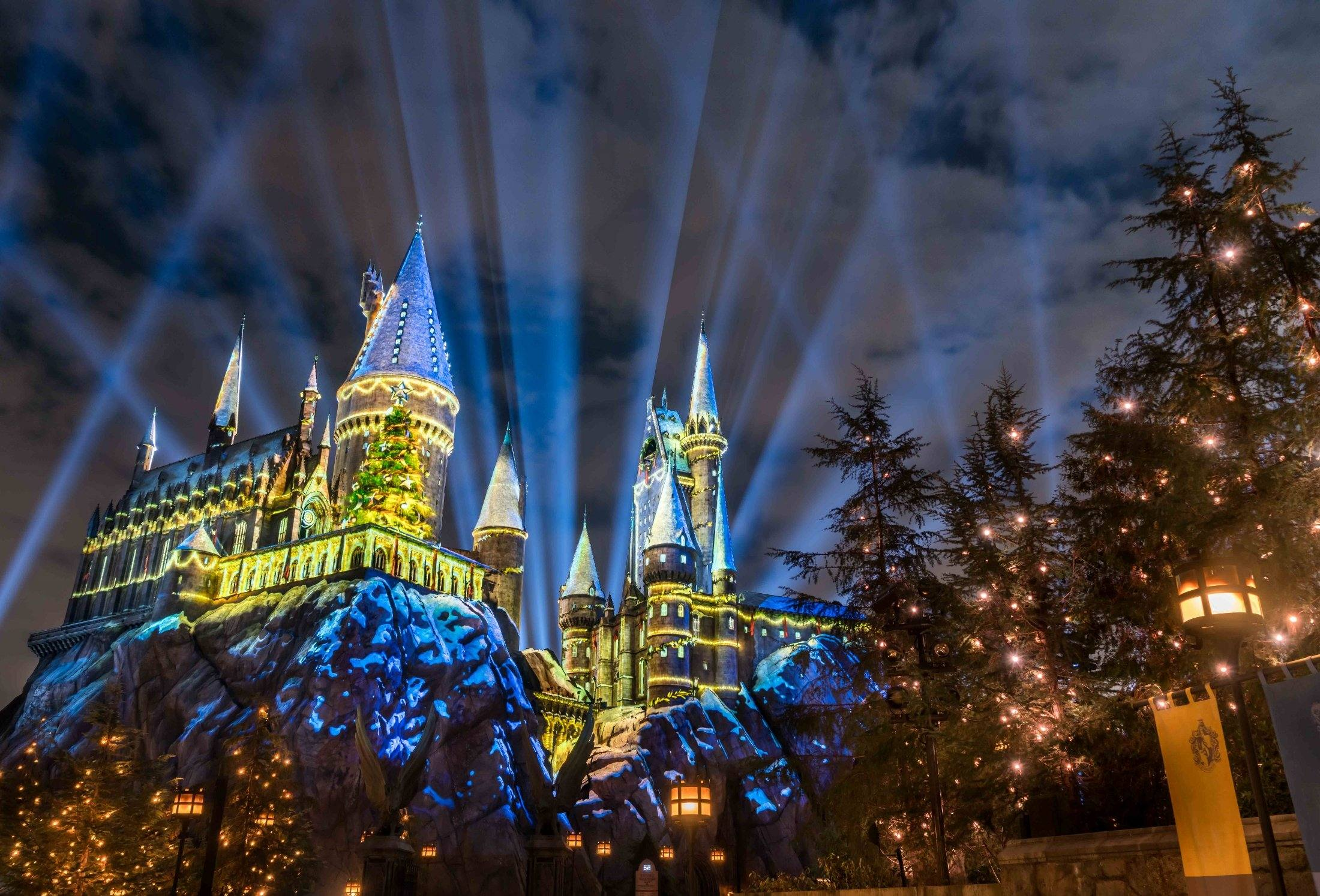 Universal Studios Hollywood The Magic of Christmas at Hogwarts Castle