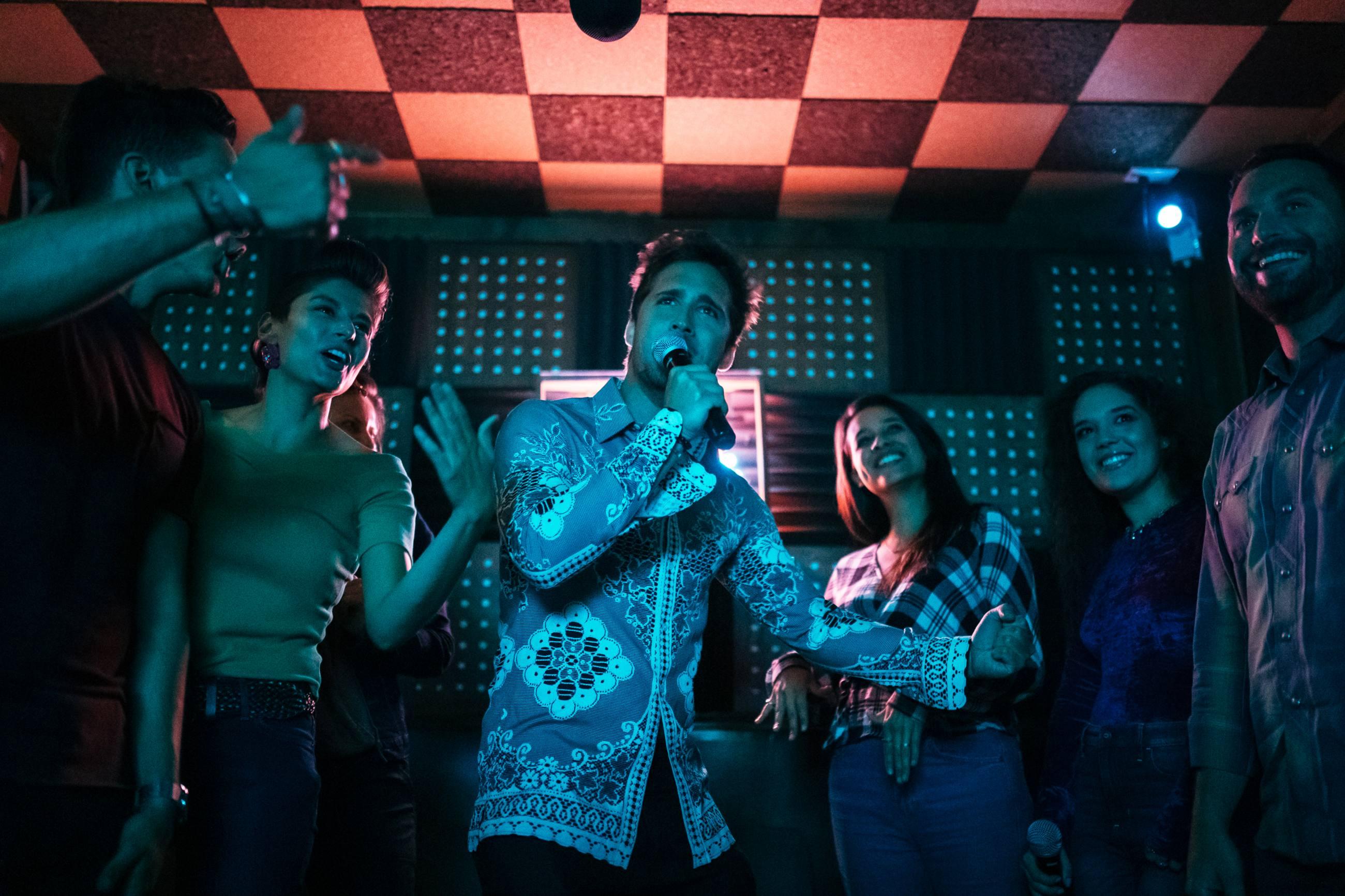 Diego Boneta de fiesta con amigos en el Break Room 86