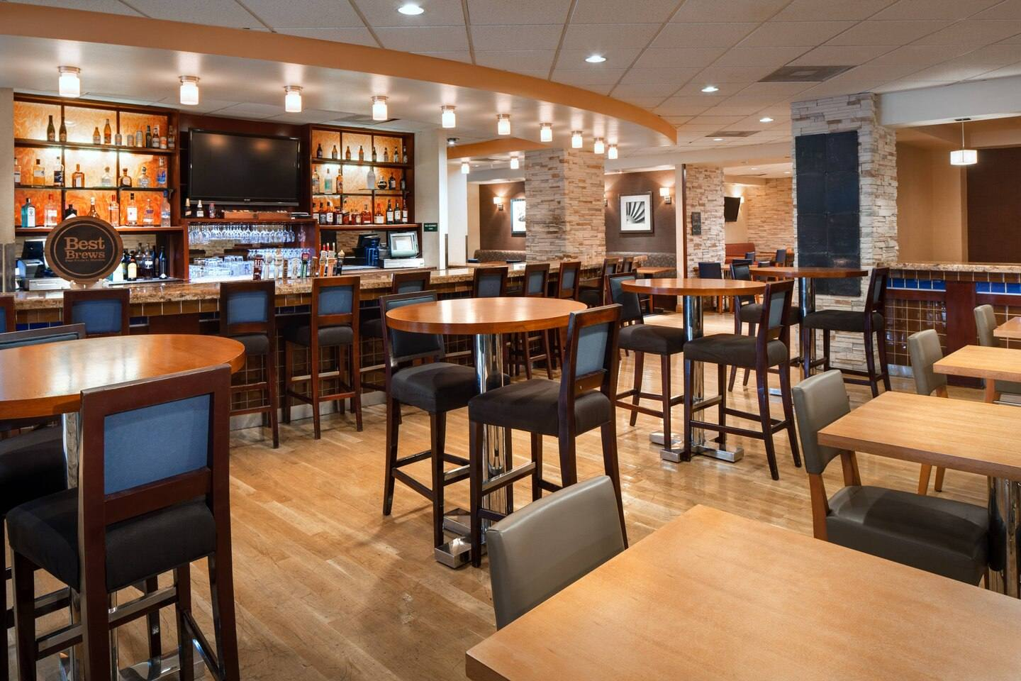 Brewer's Bar & Grill at the Four Points by Sheraton LAX