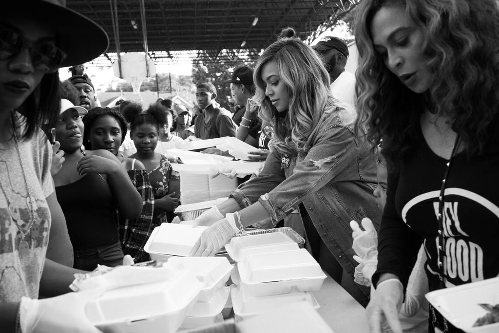 Beyoncé serves food in Houston | Photo courtesy of beyonce.com