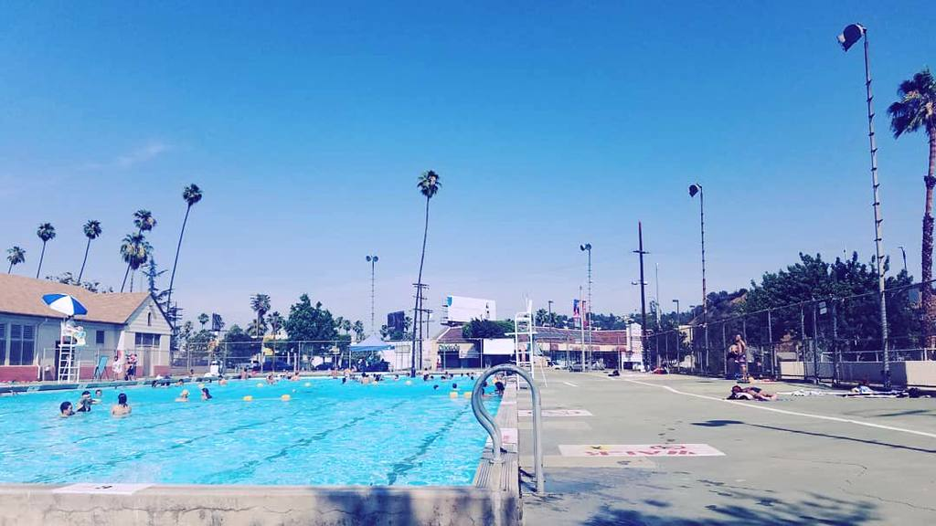 Highland Park Pool | Instagram by @manderpants10
