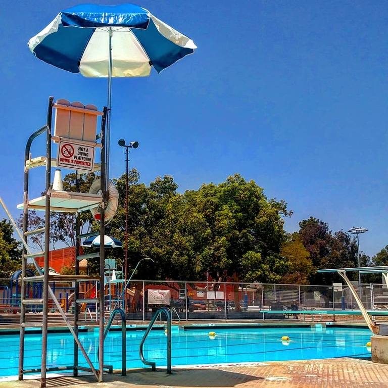 Mar Vista Pool | Instagram by @kels.wyatt