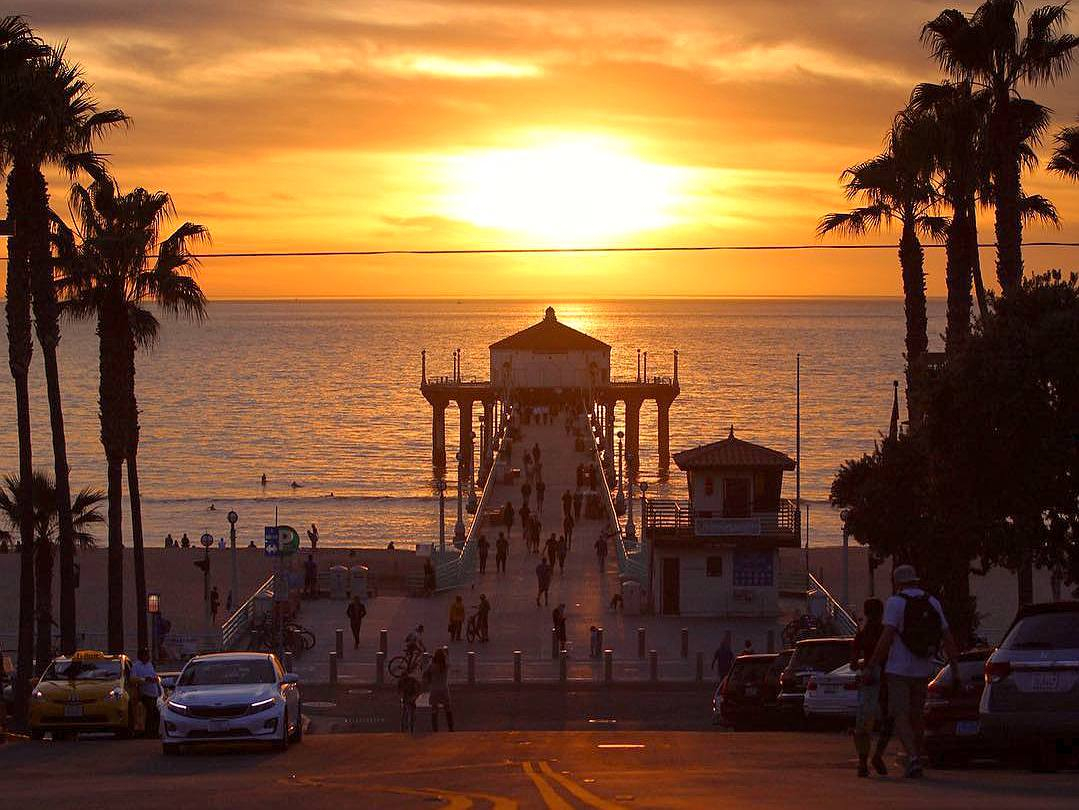 Endless summer at Manhattan Beach Pier | Instagram by @princelowery