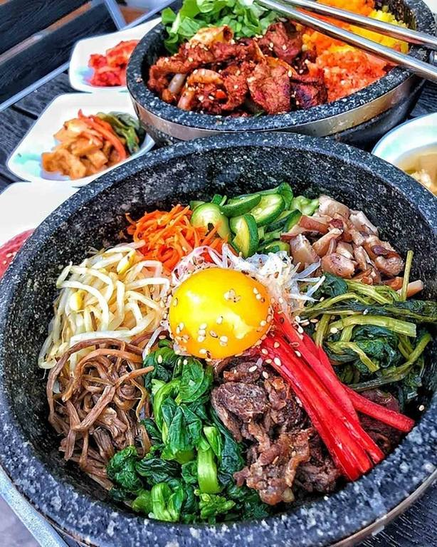 Bulgogi Bibimbap & Spicy Bulgogi Stone Pot at Square Mixx | Instagram by @losangeles_eats