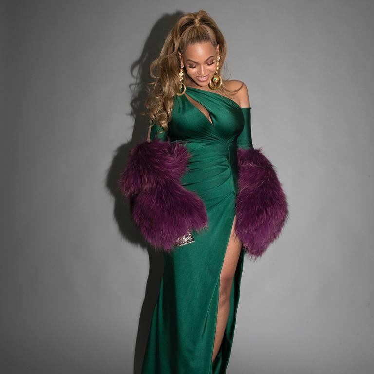 Beyoncé in a dress by Walter Mendez | Instagram by @beyonce