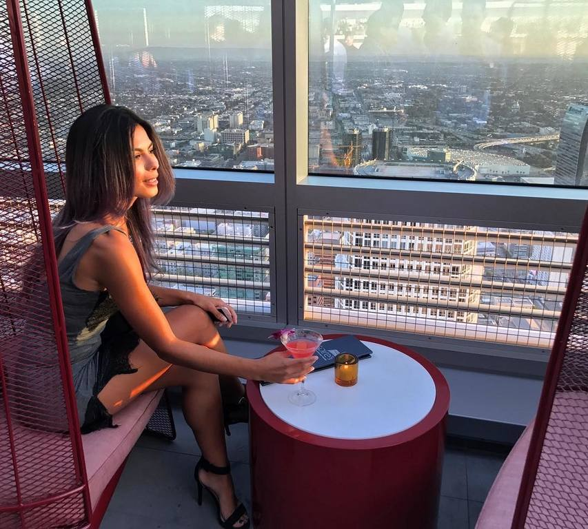 Drink with a view at Spire 73 | Instagram by @jadore_janaye