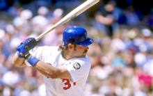 mike-piazza-at-bat-dodgers